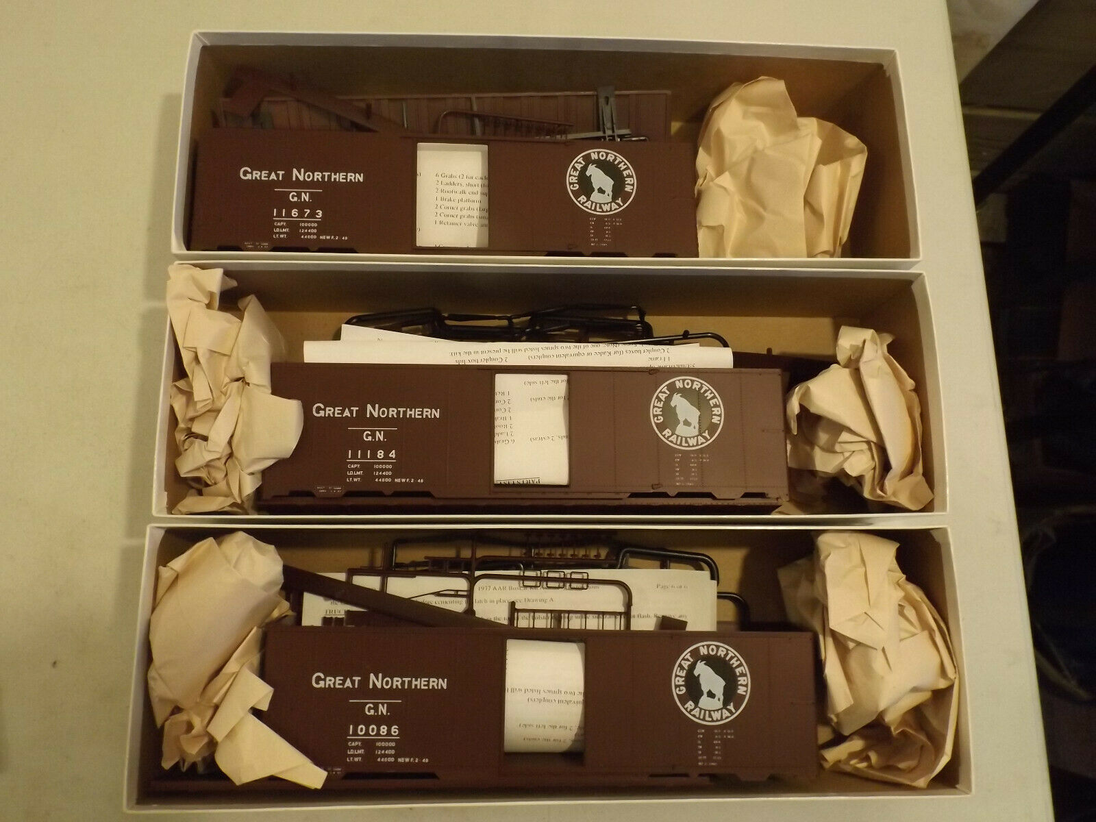 (3) O Innovative Model Works Great Northern boxcars in original boxes