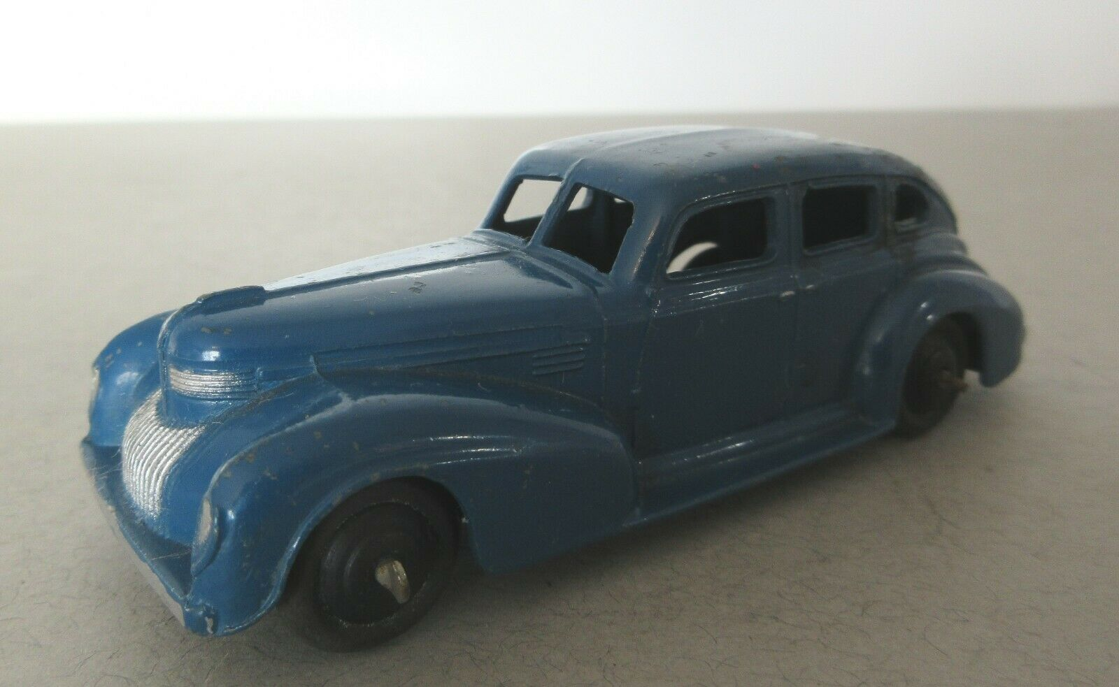 Seleccione de las marcas más nuevas como Early Dinky Juguetes post guerra 39 serie auto auto auto estadounidense Chrysler Royal Sedan (2 Azul)  punto de venta