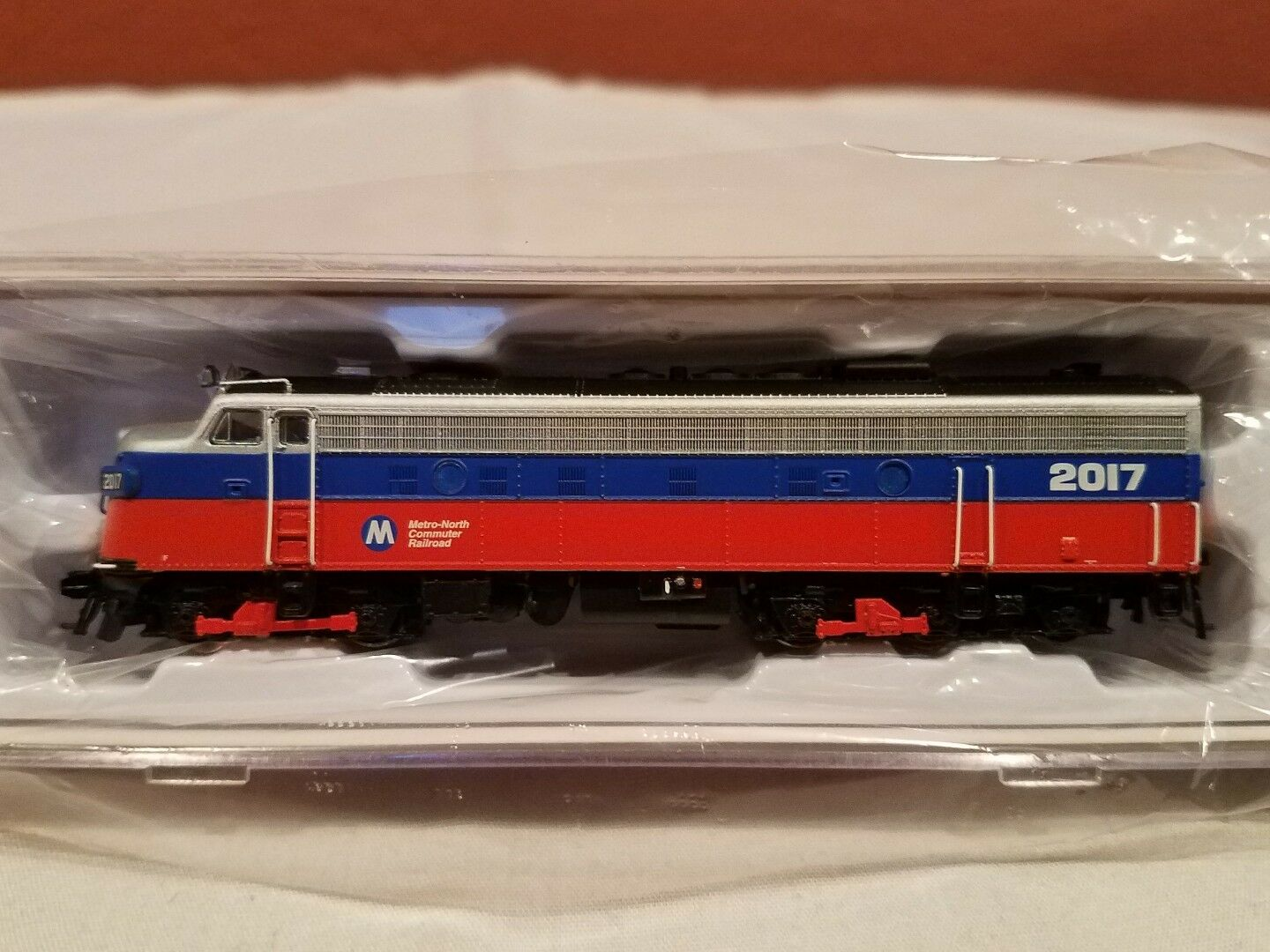 N SCALE RAPIDO TRAINS 15551 EMD FL9 METRO NORTH DCC SOUND EQUIPPED NEW