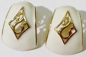 boucles-d-039-oreilles-percees-bijou-vintage-de-qualite-email-beige-couleur-or-4768