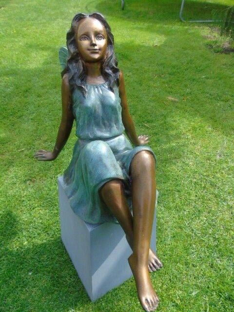 Elfe en bronze prend la pose , statue en bronze patinée , bronze de jardin