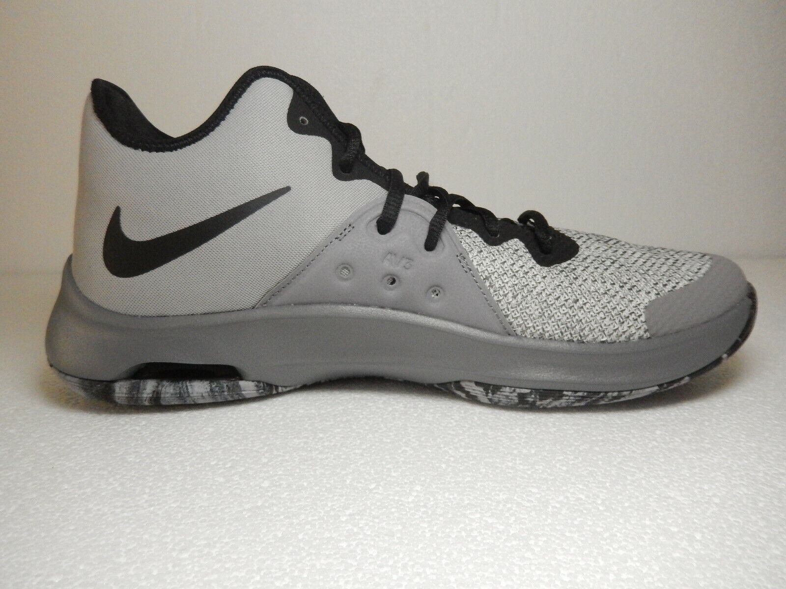 NIB Nike Air Versitile III Men New Black Black Black Grey