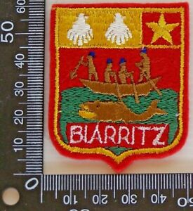 VINTAGE-BIARRITZ-FRANCE-EMBROIDERED-SOUVENIR-PATCH-WOVEN-CLOTH-SEW-ON-BADGE