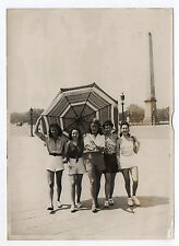 PHOTO DE PRESSE Pin Up Paris Place de la Concorde Parasol Vers 1950 Jolie Fille