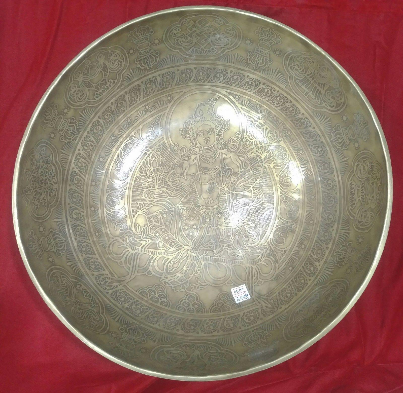 Gehämmerte Klangschale Tara (Hand carved Tara Singing bowl)