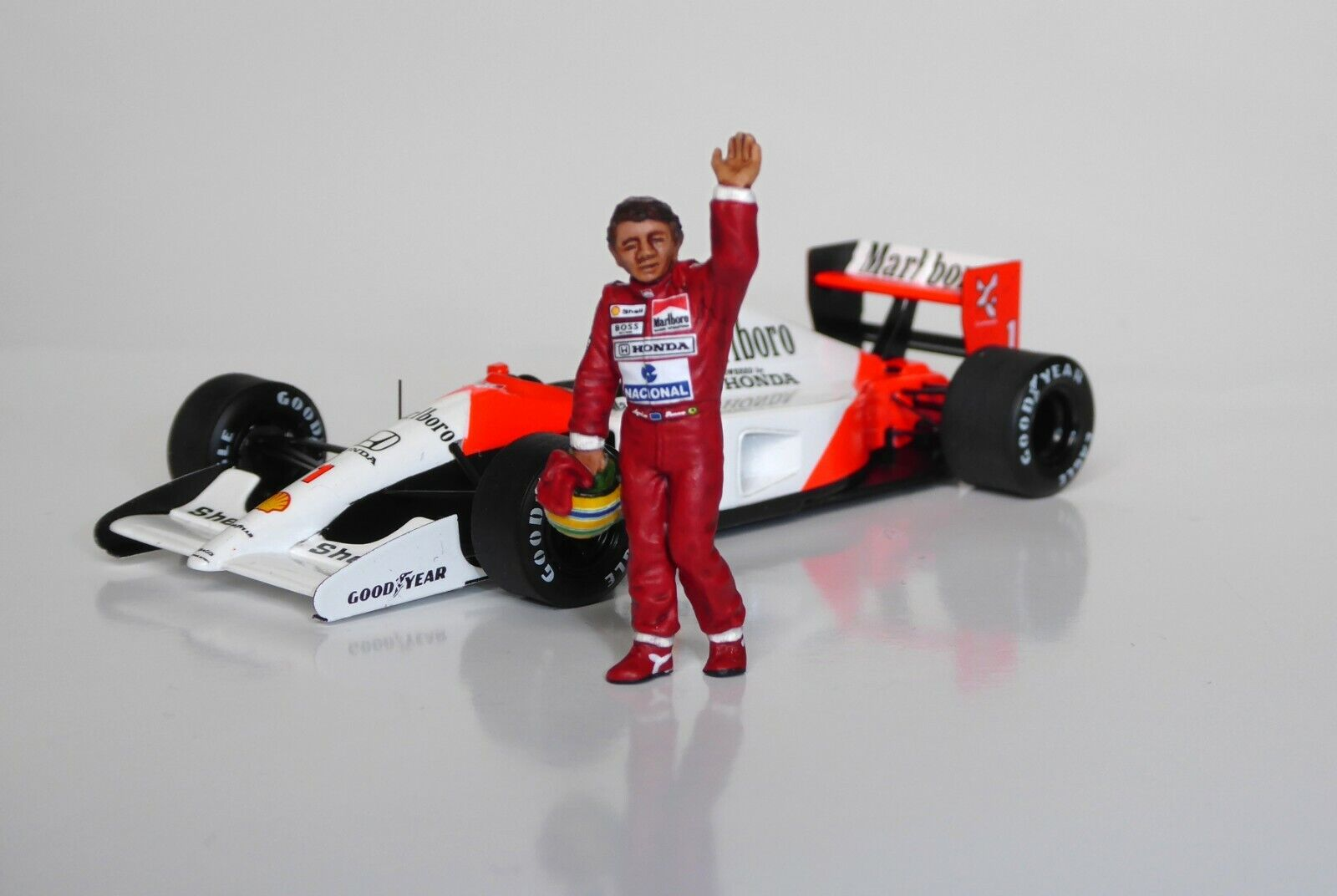 1 43 Ayrton Senna McLaren Honda figurine  figure agitant 1988 1990 1991 1992 1993  livraison éclair