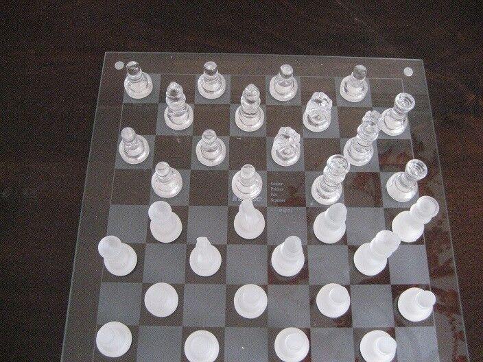 Glas Schachbrett neu in Original Verpackung. Sehr dekorativ