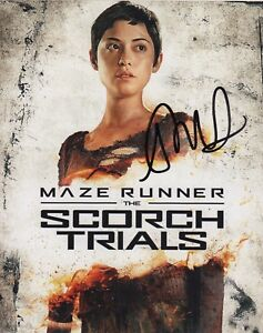 Rosa-Salazar-Maze-Runner-Autographed-Signed-8x10-Photo-COA-J1