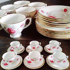 Vintage 18 Piece Sheridan English Bone China Tea Set In Exellent Condition