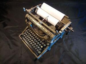 Machine A Ecrire Ancienne en bon etat de fonctionnement
