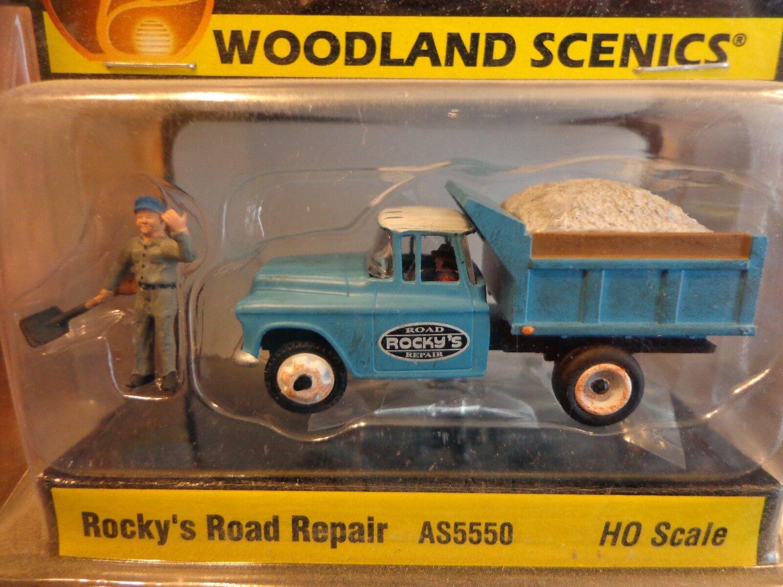 HO Rockys Road Repair Woodland Scenics