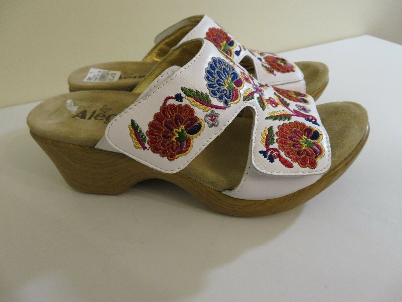 ALEGRIA EMBROIDErosso LEATHER bianca WEDGE SANDALS scarpe LINN NEW NEW NEW 37 FITS 7 TO 7.5 ce9e17