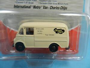 CLASSIC-METAL-WORKS-30369-INTERNATIONAL-METRO-VAN-CHARLES-CHIPS-1-87