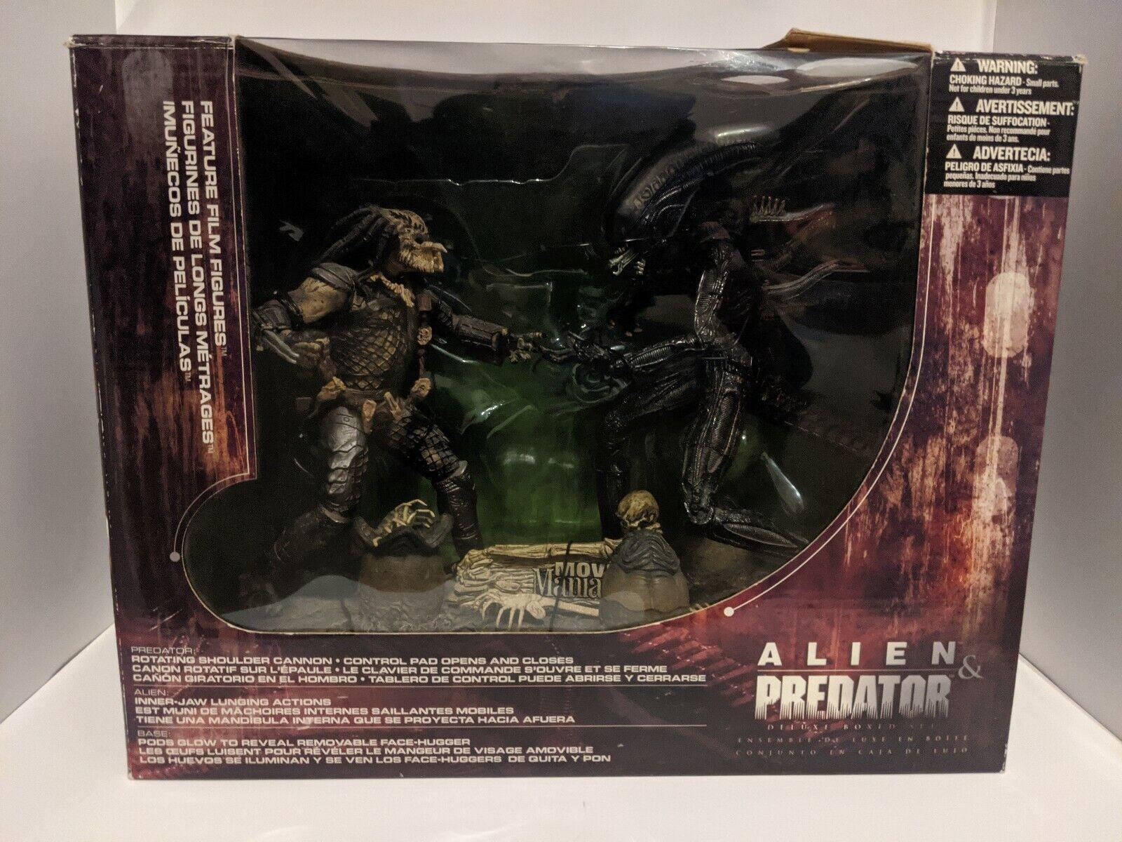 McFarlane Toys Movie Maniacs series 5 Alien and Protator Deluxe Box Set 2002