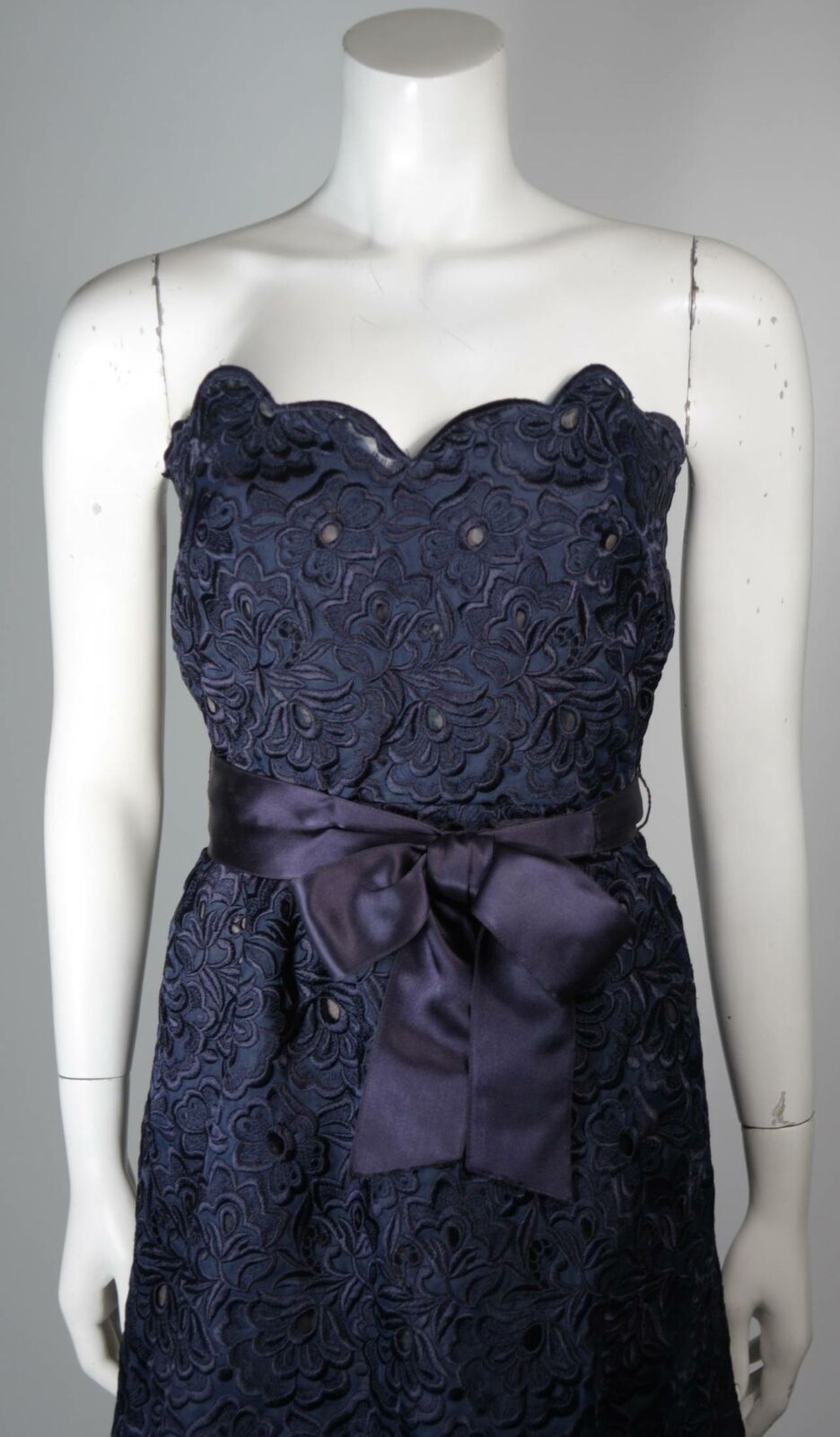 ARNOLD SCAASI Navy Floral Lace Gown Satin Belt Si… - image 5