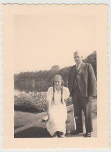 F29707-Orig-Foto-Vater-und-Tochter-in-Schwerin-1936