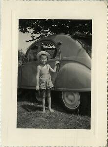 PHOTO-ANCIENNE-VINTAGE-SNAPSHOT-VOITURE-AUTOMOBILE-CITROEN-2CV-ENFANT-CAR