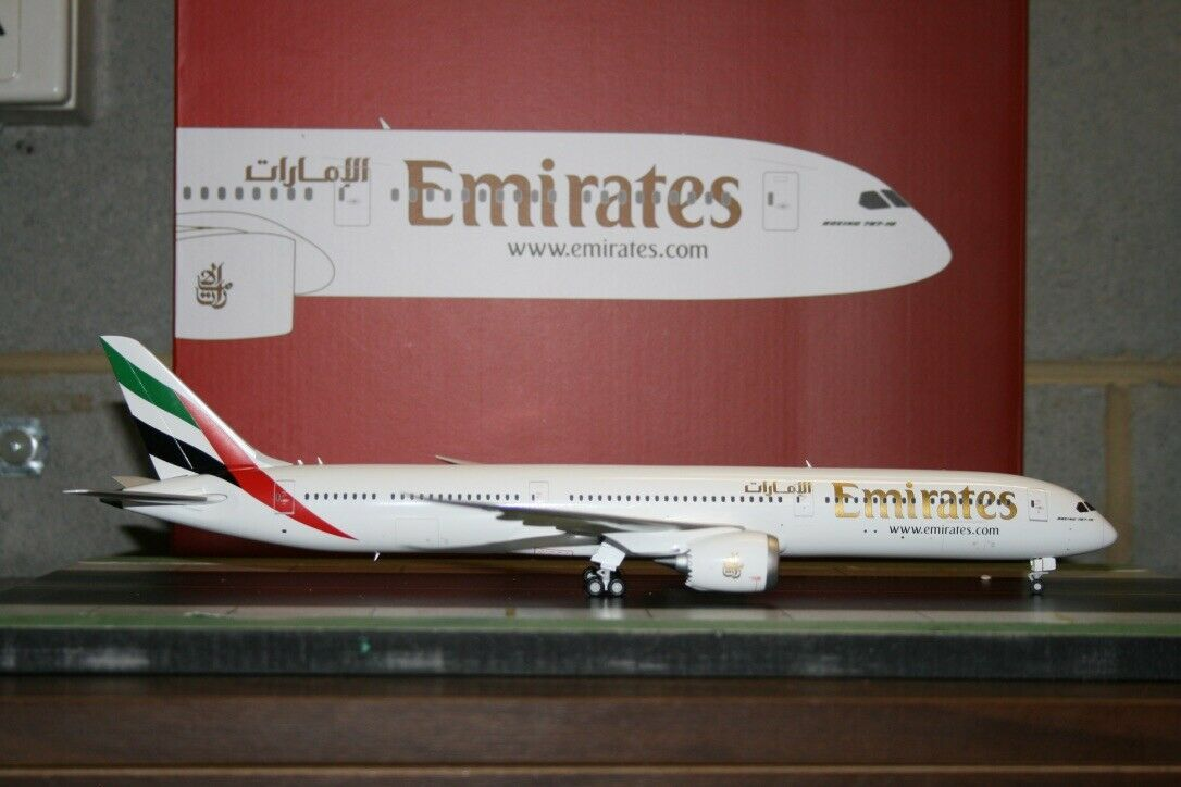 Gemini Jets 1 200 Emirates Boeing 787-10 (G2UAE740) Die-Cast Model Plane