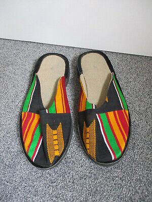 Amichevole Coppia Di Black Canvas Slip On Muli Con Rosso Verde E Arancione Pattern-taglia 7 Nuovo- Rimozione Dell'Ostruzione