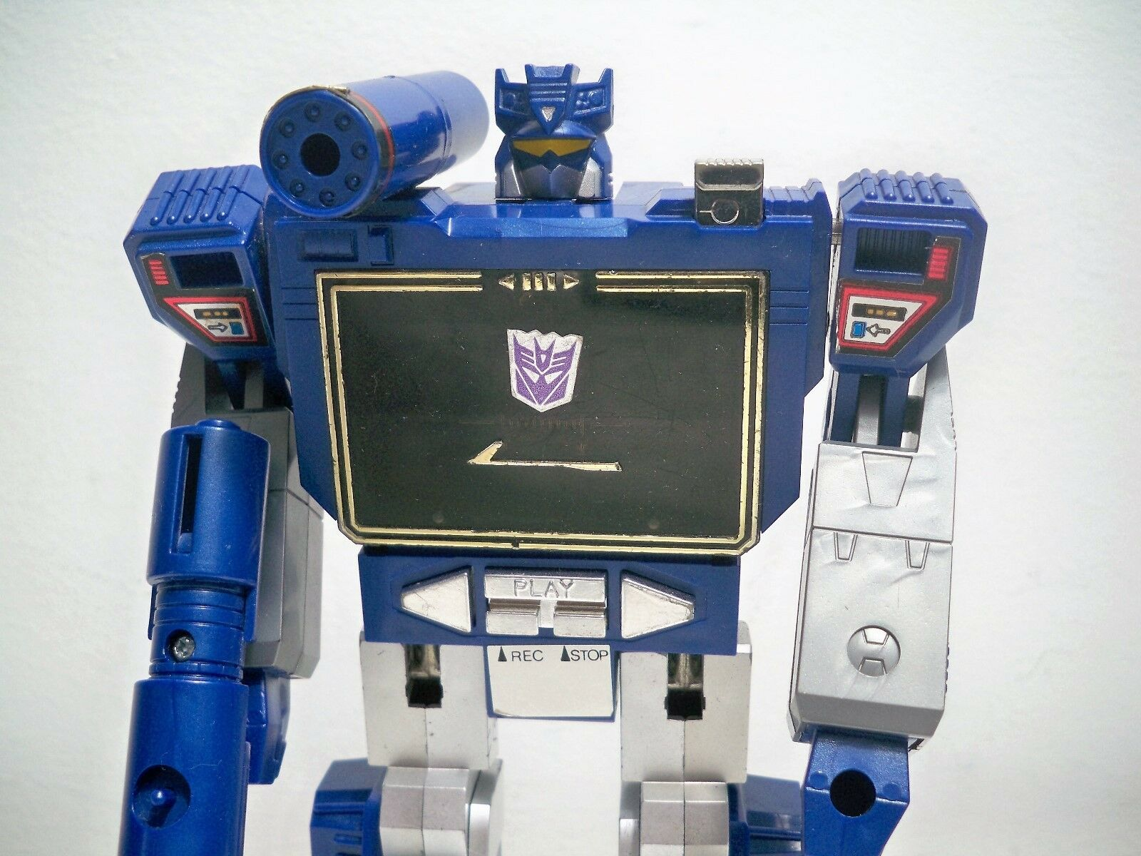 D1705331 SOUNDWAVE LOOSE FIGURE G1 TRANSFORMERS VINTAGE 100% COMPLETE