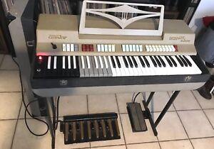 1960s-Farfisa-Compact-Deluxe-Combo-Organ-CC-26-Ver-2-w-Bass-amp-Vol-Pedals