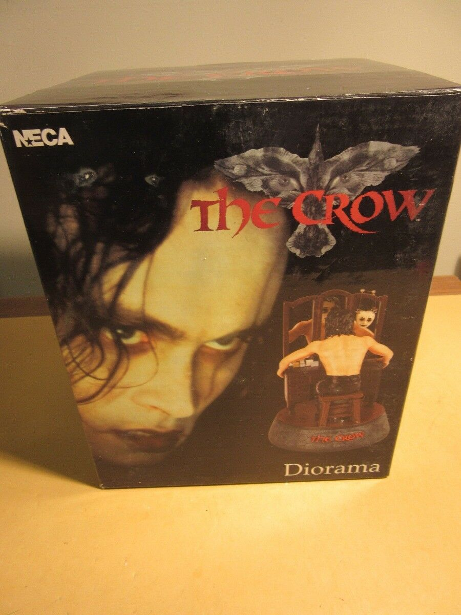 The CROW Eric Draven TRANSFORMATION MIRROR Diorama Figurine MIB Neca 2002