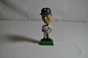 Yankees-2-Derek-Jeter-Upper-Deck-Collectibles-Bobble-Head-2001