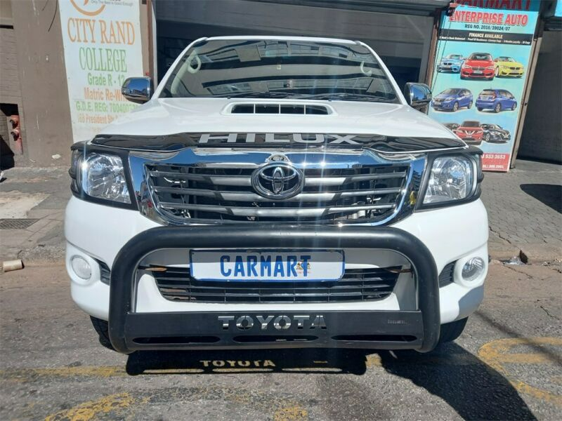 2011 Toyota Hilux 3.0 D-4D D/Cab 4x4 Raider, White with 92000km available now!