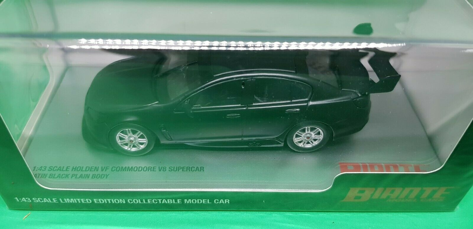 Holden VF Commodore V8 Plain Body Diecast Model Car 1 43