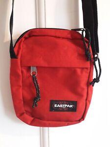 Nwot-Eastpak-Urban-Outfitters-Red-Over-the-Shoulder-Festival-Bag