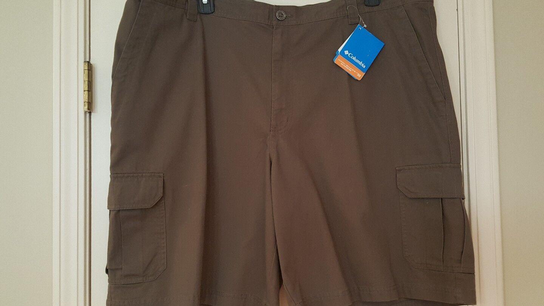 Columbia Sportswear Company Brownsmead II Khaki Cargo Shorts Mens Size 46 NWT