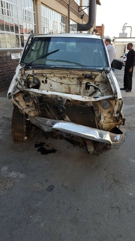 Nissan Hardbody KA24 16v D/Cab Now striping For Parts