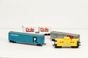 Ho-Scale-Lot-of-4-Rolling-Stock-Freight-Cars-Boxcar-amp-Caboose