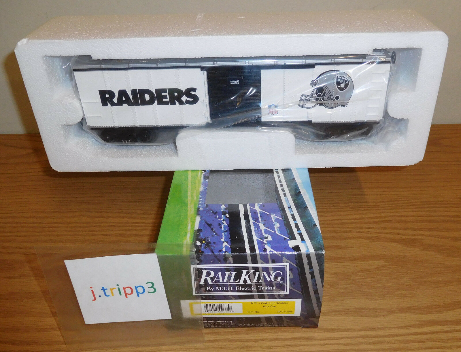 MTH RAILKING 30-74265 OAKLAND RAIDERS BOX CAR O GAUGE TOY TRAIN NFL FOOTBALL NIB