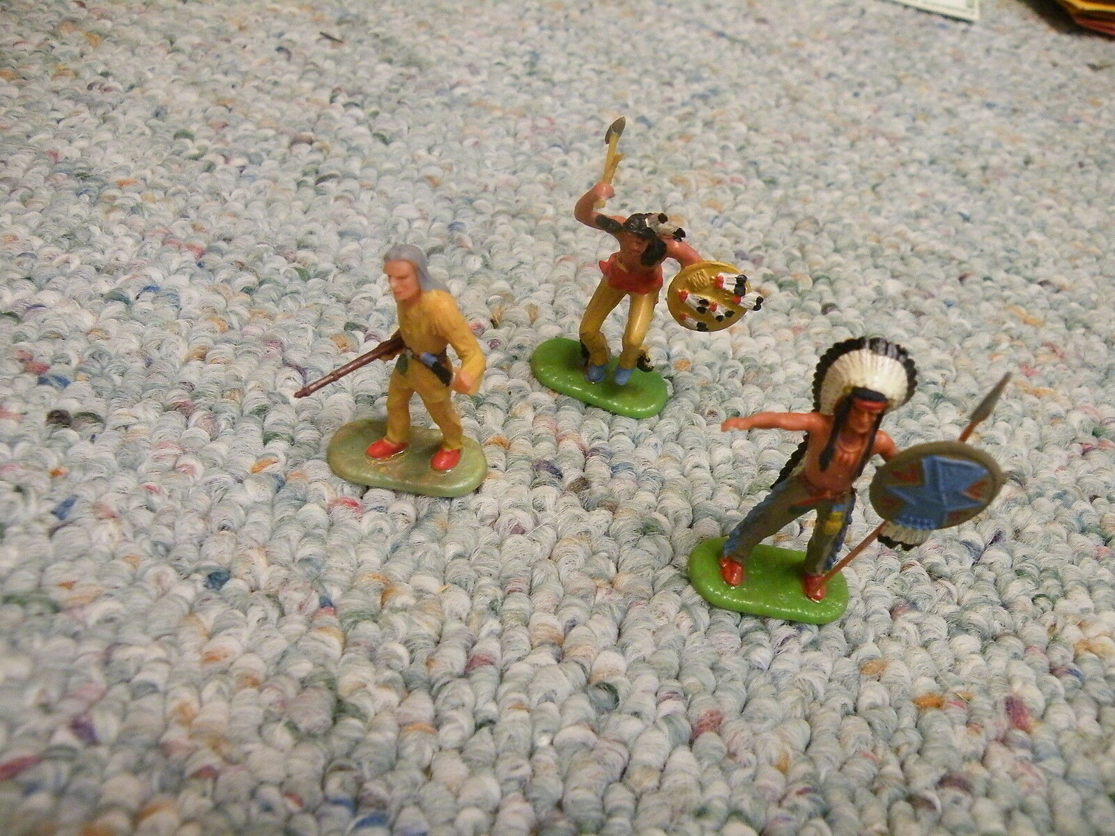 Elastolin 40mm Foot Indians x3  Lot 3  I