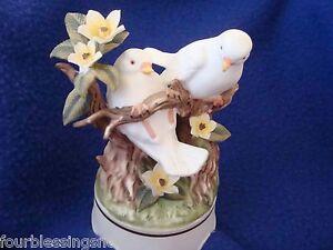 VTG. TOWLE FINE BONE CHINA BISQUE LOVE BIRDS MUSICAL FIGURINE-FLOWERS-EXCELLENT