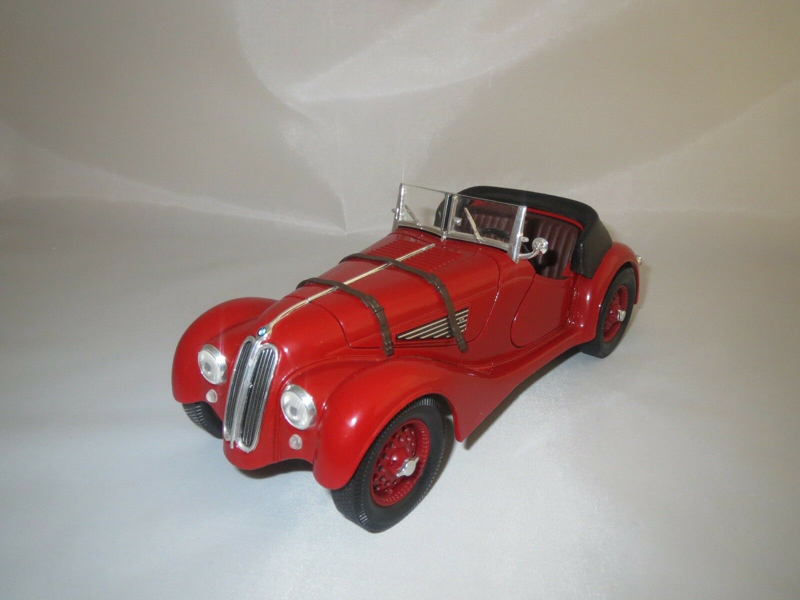Road Legends  BMW  328   1940   (rot) 1 18 ohne Verpackung