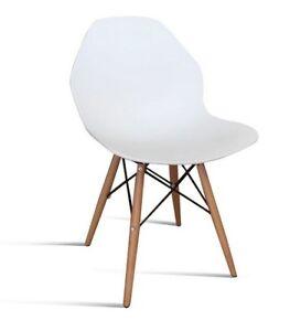 Dettagli su Sedia moderna e di design, bianca, con gambe in legno e tiranti in ferro.