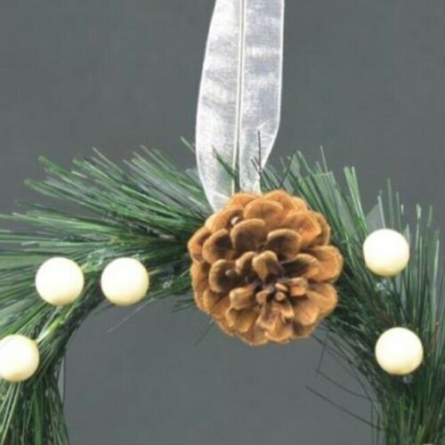 Classic Hanging 18cm Christmas Wreath with Pine /& Pearl Decoration