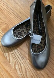 NWT-American-Eagle-Outfitters-SILVER-BALLET-FLATS-Size-9