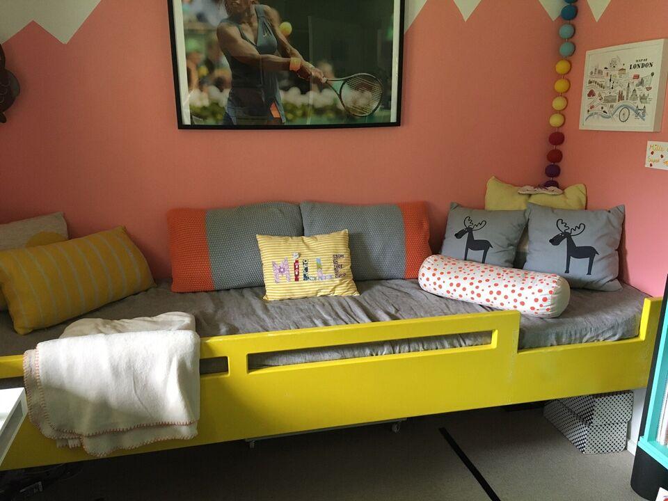 Juniorseng, Specialdesignet snedkerbygget seng m/u