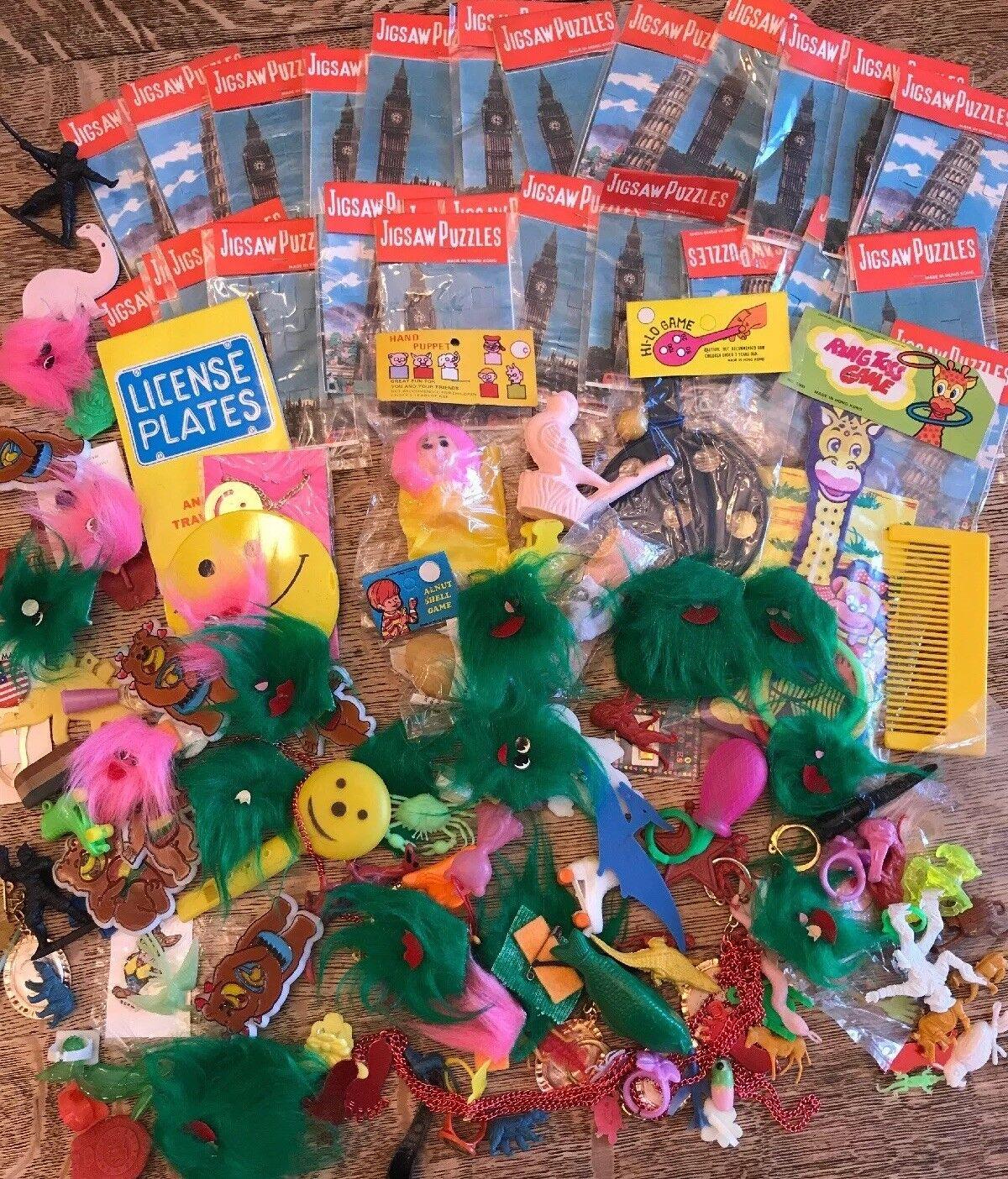 Lote de 100+ centavos Tienda de juguetes de plástico de los botones de anillos de juegos de insectos Rompecabezas Premio
