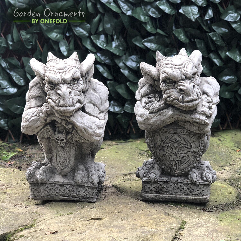 sword & shield gargoyle set garden ornament hand cast stone statue  ⧫onefold-uk