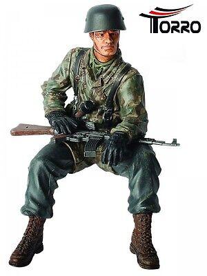 TORRO FERTIG  Figur sitzend 1:16 RESIN Obergefreiter Helmut Rossel bemalt