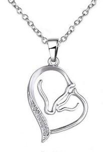 Collier-pendentif-cheval-mere-et-poulain-dans-coeur-acier-argente-strass