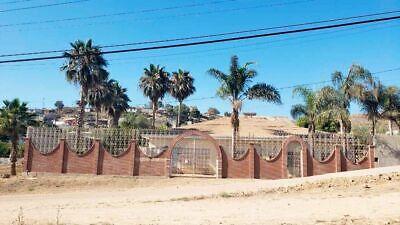 Se vende casa con amplio terreno en Playas de Rosarito PMR-596