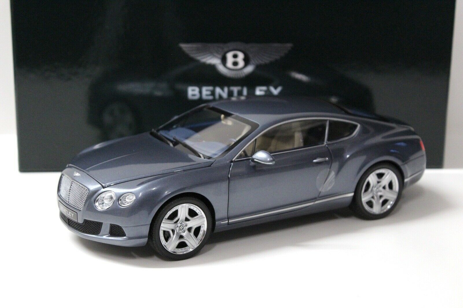 1:18 Minichamps BENTLEY CONTINENTAL GT 2011 Grey spacciatori NEW in Premium-MODELCAR