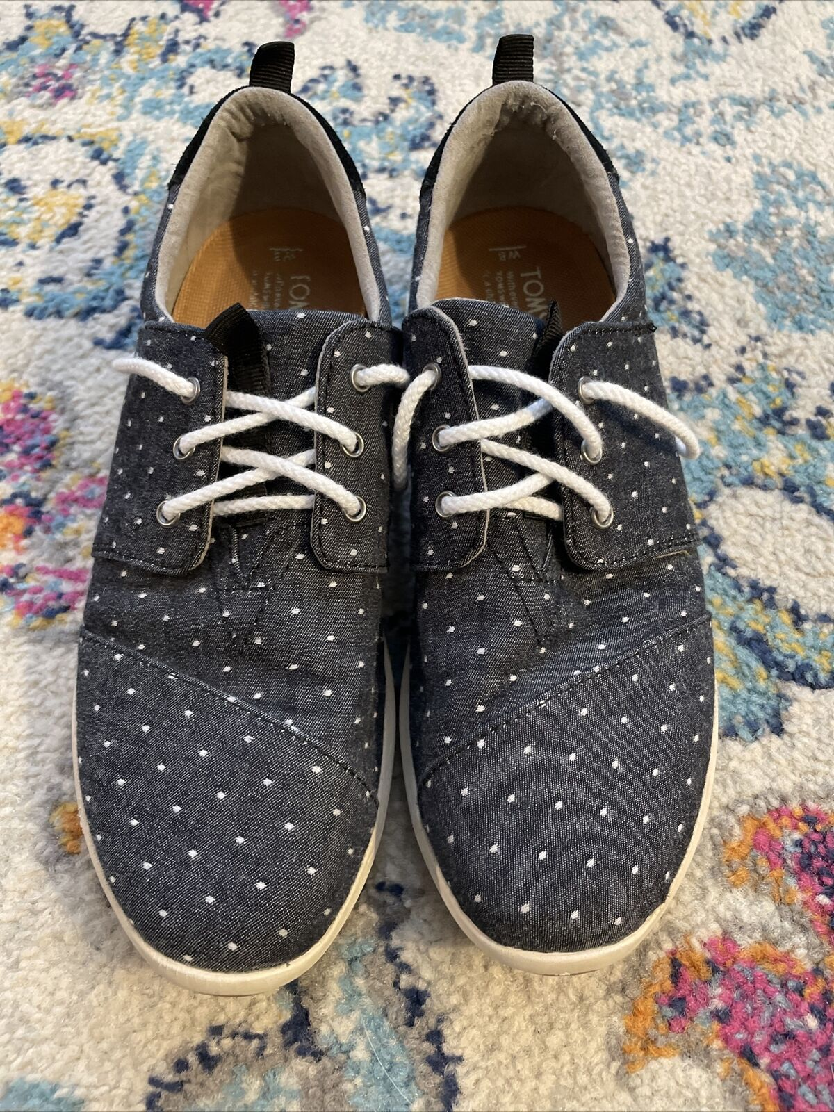 Womens Size 8 Toms Lace Ups
