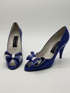 4005b7c20f47 Stuart Weitzman for Mr. Seymour Blue and White Pumps Size 8N Bow ...