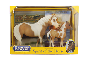 Breyer-Traditional-Series-Misty-amp-Stormy-Model-amp-Book-Set-2-Horse-and-Book-Set